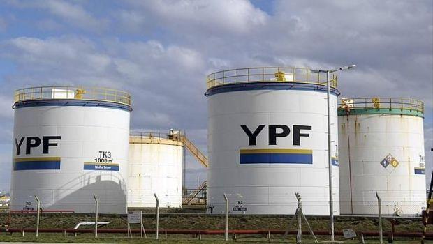 El presidente de YPF justificó la suba en la nafta