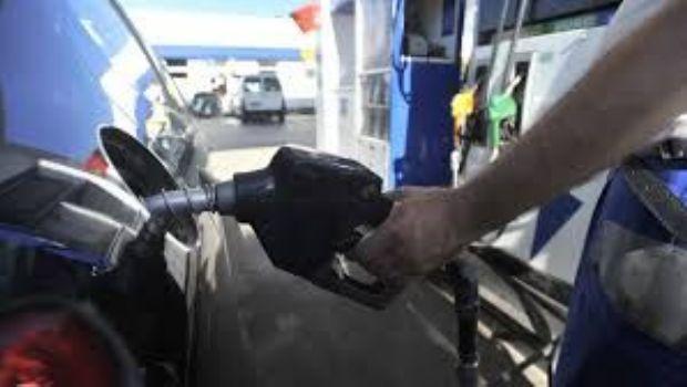 Crean un registro online para informar variaciones en el precio de la nafta