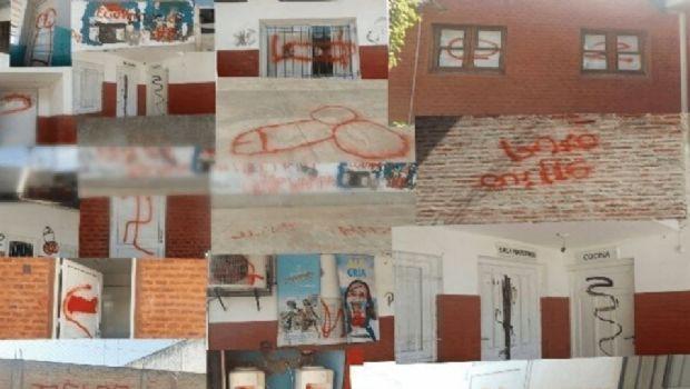 Adolescente de 16 años dibujó penes por todo el colegio