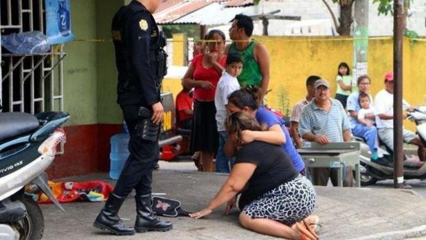 Muere bebé atropellado cuando gateaba en la calle