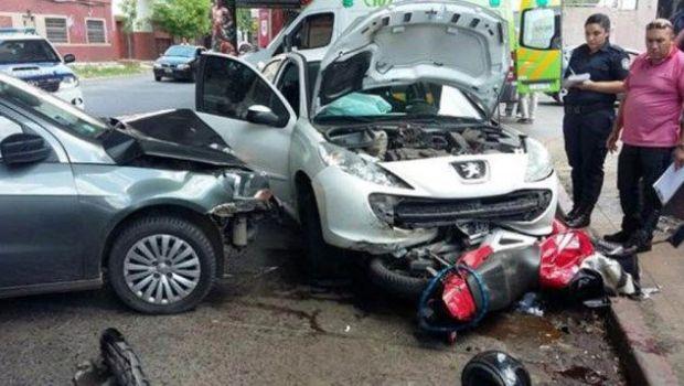 Un justiciero anónimo atropelló con el auto a dos motochorros