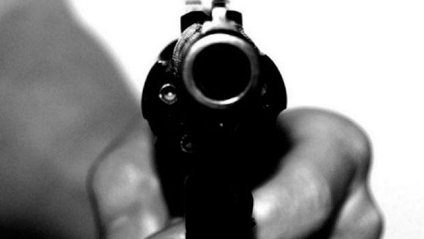 Papá y mamá discutían a los tiros y un bebé resultó herido de bala en la cabeza