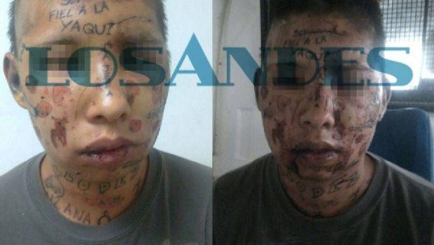 Violan con un palo y tatúan en la cara a presos