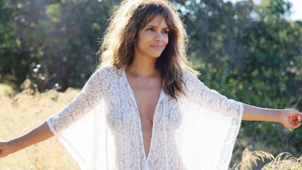 Halle Berry se desnudó a los 50 años