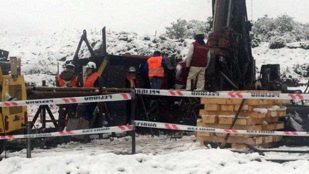Chile: dos mineros quedaron atrapados en un yacimiento inundado