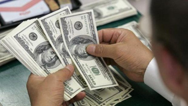 El dólar cerró por debajo de los $18