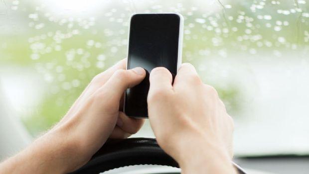 """""""Pulgar de celular"""", la nueva enfermedad causada por los móviles"""