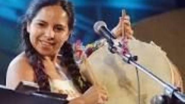 Mariana Carrizo trae su música al teatro Alberdi