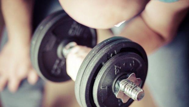 Un joven convierte a su padre alcohólico en un gurú del 'fitness'
