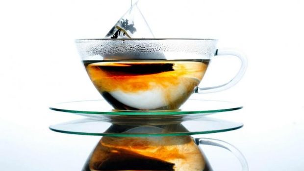 Bromatología advierte sobre una marca de té y otra de agua