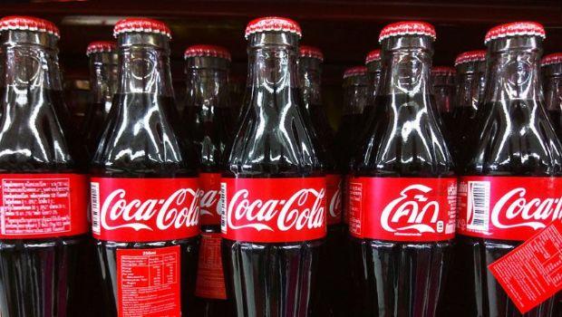 Esto le sucedió a una mujer que consumió 30 latas de Coca-Cola al día durante 20 años