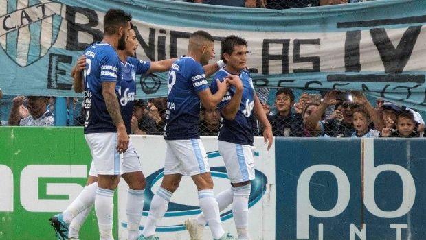"""El """"Decano"""" festejó en el José Fierro con goles de """"La Pulga"""" y Toledo"""