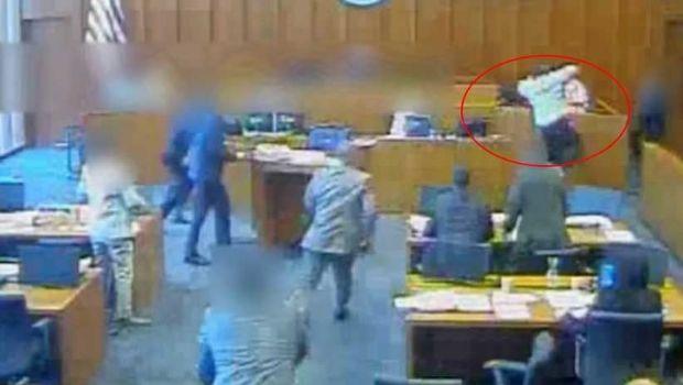 Acribillan a tiros a un gángster que se lanzó sobre un testigo en un tribunal