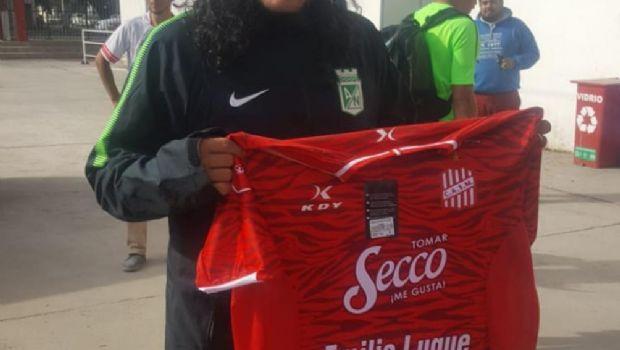 """René """"Higuita"""" posó con la camiseta de San Martín"""