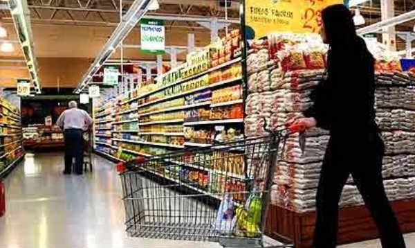 Enero: consumo en supermercados bajó 3,1%, creció en shoppings 4%