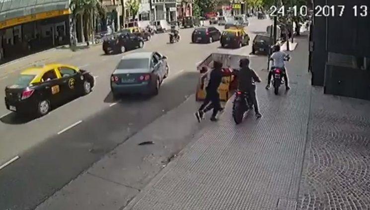 Motochorros atacaron y robaron a Jorge Rial