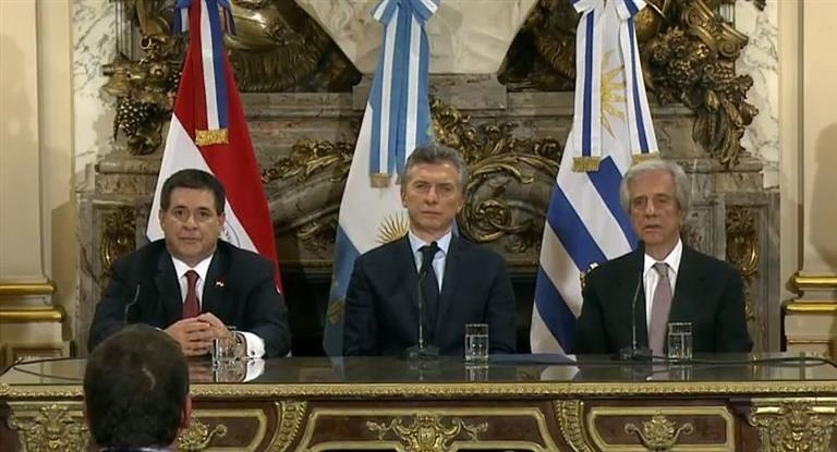Presidente paraguayo insiste en sede conjunta de Mundial de fútbol
