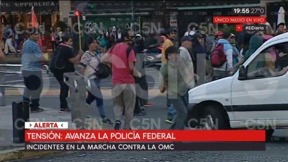 Incidentes en la marcha contra la OMC en el Obelisco
