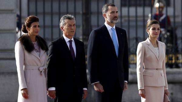 Reunión con Rajoy y paseo con el rey — Macri en España
