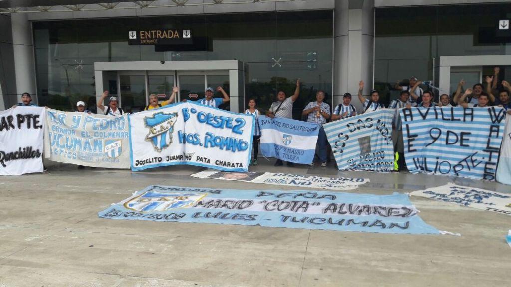 Club argentino usa playera de la selección en Libertadores