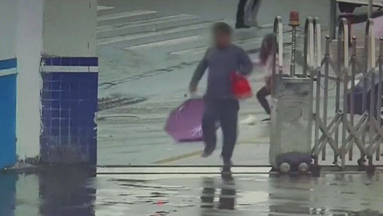 Roba celular y al huir entra por accidente a estación de Policía