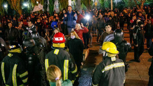 Manifestantes protestaron frente a la casa de Cristina Kirchner en El Calafate
