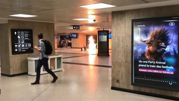 Policía abate a hombre con explosivos en estación de tren de Bruselas