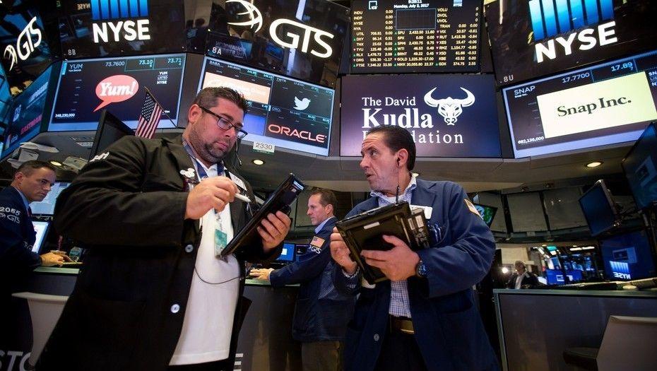 Wall Street cierra a la baja tras cambios en la Casa Blanca