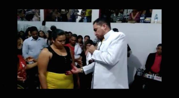 Pastor logró que una mujer perdiera 35 kilos a punta de oraciones