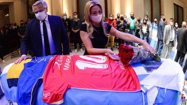 Coronavorus: denuncian a Alberto Fernández por el velatorio de Diego Maradona