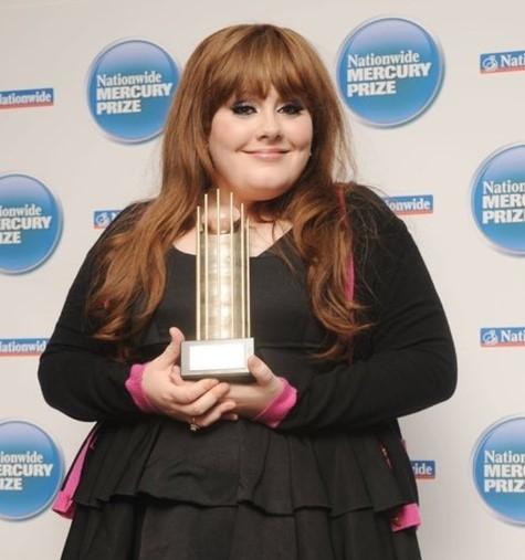 Adele sorprendió con su cambio físico y está irreconocible
