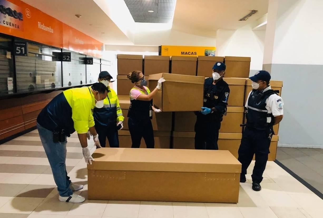 Desbordada por la cantidad de muertes, Guayaquil utilizará ataúdes de cartón