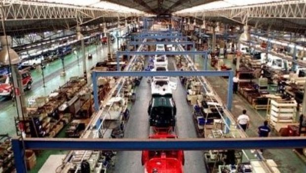 El Indec reveló que la industria se desplomó 11,5%