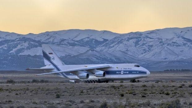El gigante Antonov aterrizó en Bariloche para trasladar un satélite a Estados Unidos