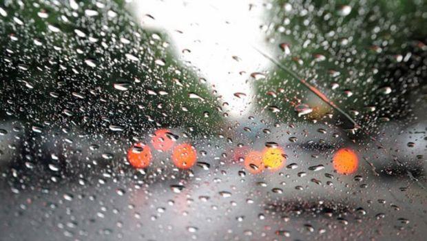 La temperatura descendió 15° grados y la lluvia llegó para quedarse el resto de la jornada