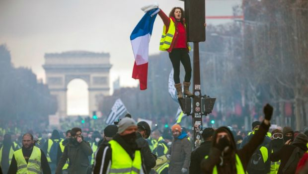"""Francia vive la primera protesta de """"chalecos amarillos"""" del 2019"""