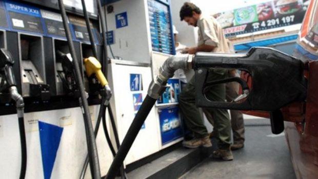YPF bajó el precio de sus combustibles