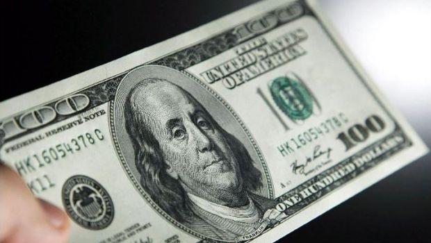 Con su primera suba del año el dólar cerró a $37,60