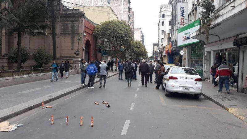 Taxistas protestan por el levantamiento de las paradas tubo